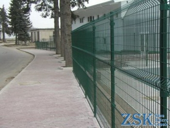 Welded grid for fence