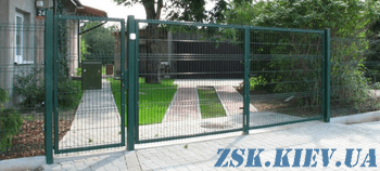 Gates of welded mesh with polymer coating