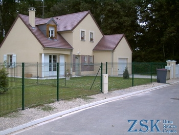 fence made of welded mesh with polymer coating