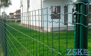 green mesh fence